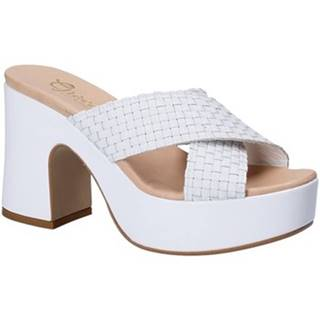 Šľapky Grace Shoes  02 INTR F18 S