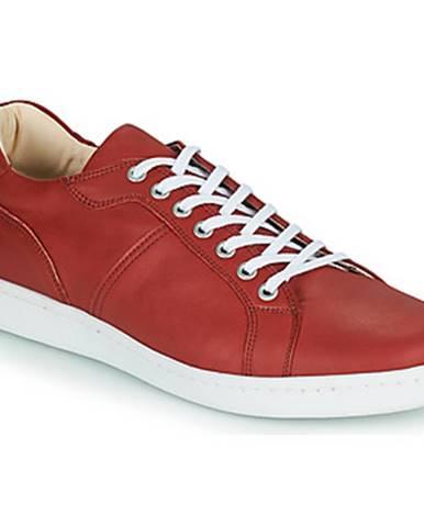 Červené tenisky André