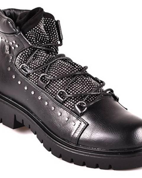 Čierne topánky Y Not?