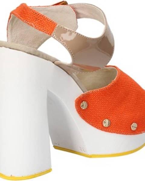 Oranžové sandále Suky Brand