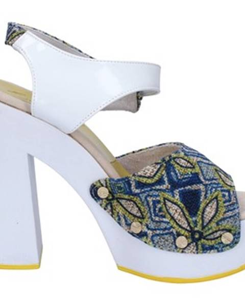 Biele sandále Suky Brand