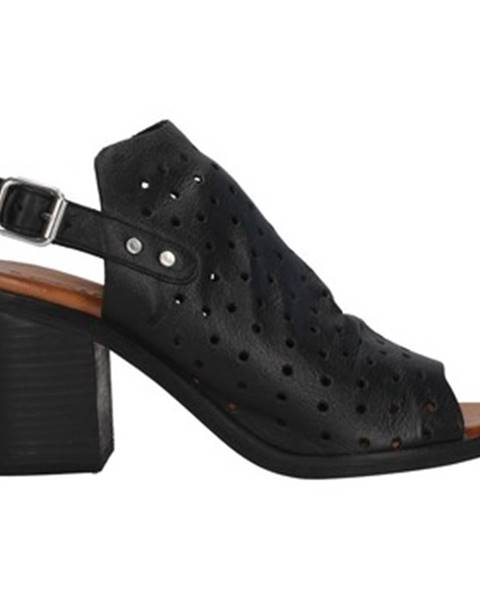 Čierne topánky Inuovo