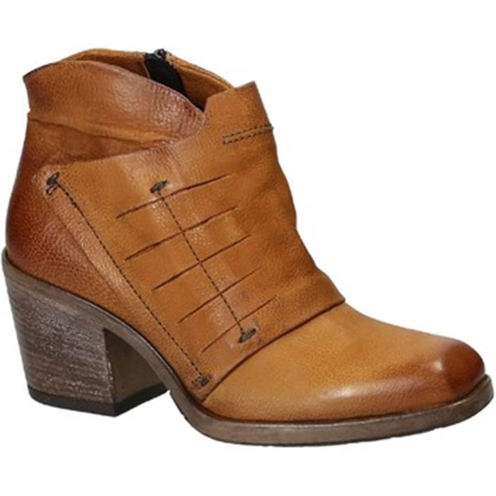 Leonardo Shoes Čižmičky Leonardo Shoes  687203 TAN