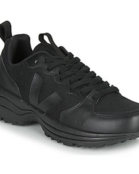 Čierne tenisky Veja